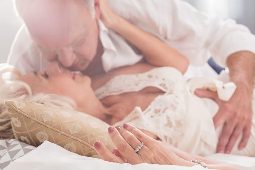 Die größten Sex-Irrtümer - Im Alter verliert Sex an Bedeutung