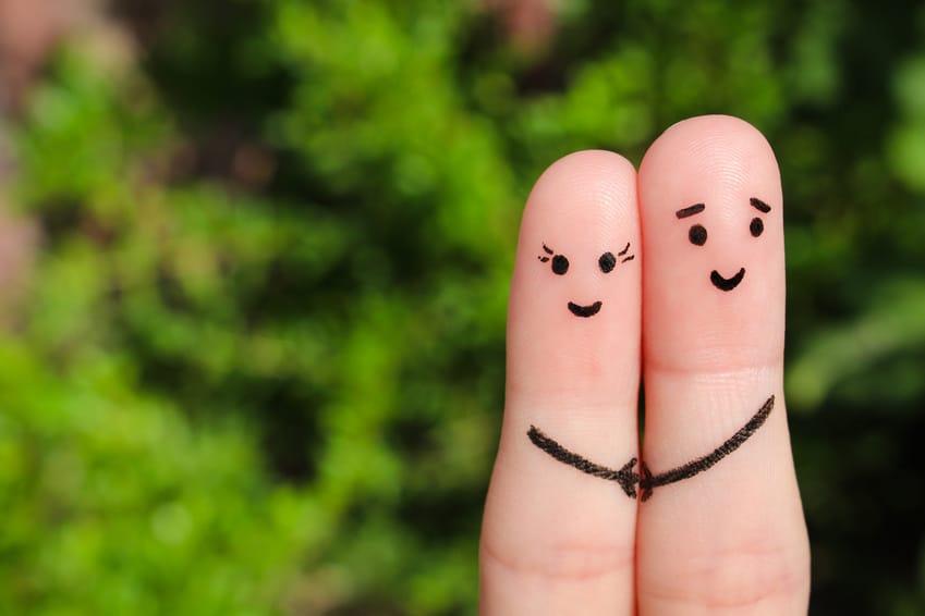 Verliebtes Paar mit Umarmung